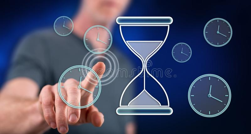 Homem que toca em um conceito da gestão de tempo foto de stock