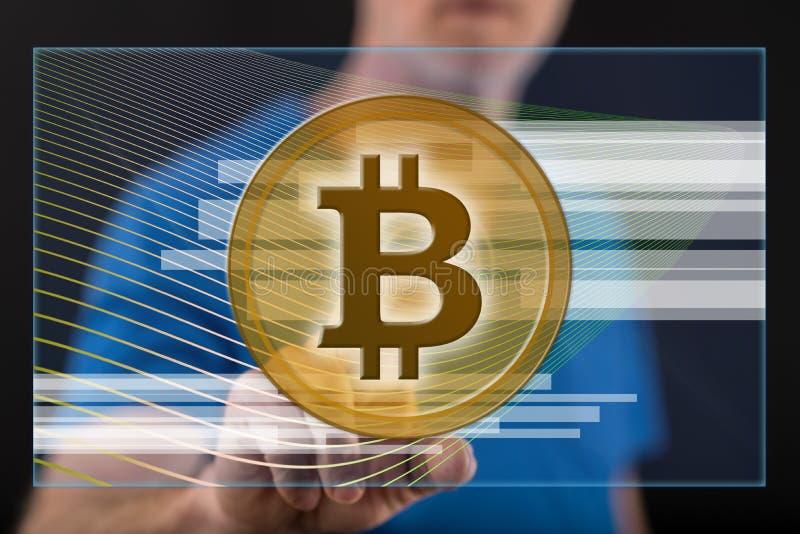 Homem que toca em um conceito da moeda do bitcoin ilustração royalty free