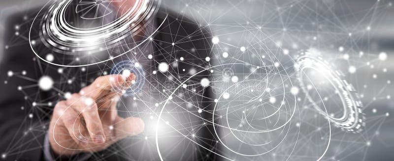 Homem que toca em um conceito virtual da tecnologia ilustração royalty free