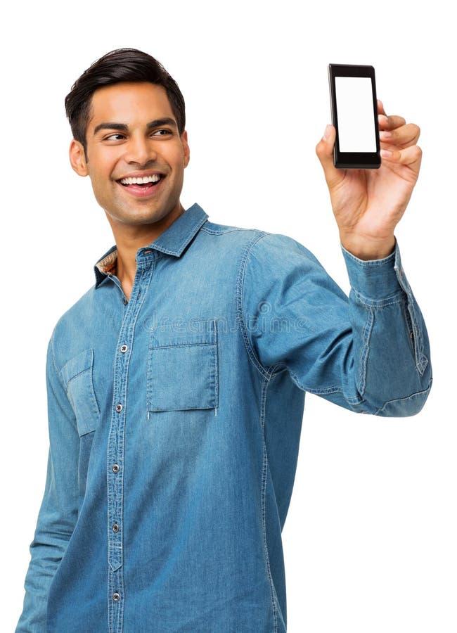 Homem que toma a fotografia do autorretrato através do telefone esperto fotografia de stock