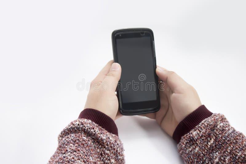 Homem que usa o telefone no modo de retrato imagens de stock royalty free
