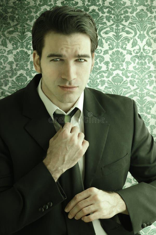 Homem retro clássico no terno imagens de stock royalty free