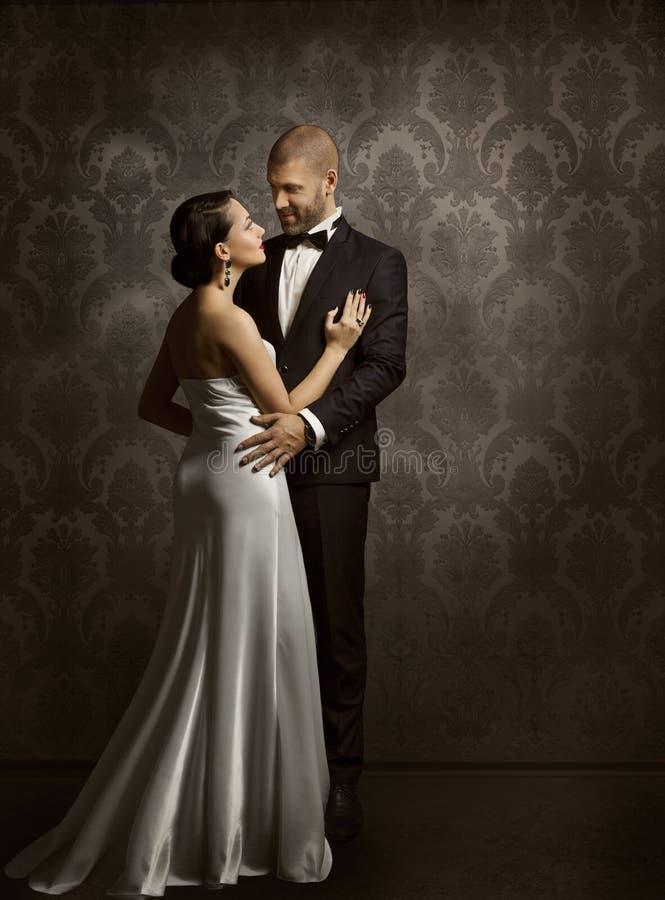 Homem retro dos pares e mulher no amor, retrato da beleza da forma imagem de stock