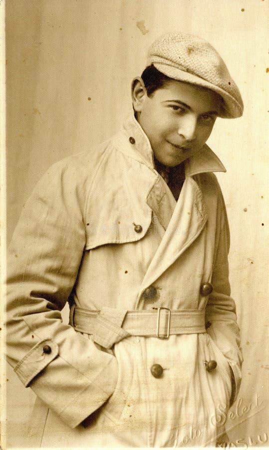 Homem romeno novo que toma a imagem no estúdio fotografia de stock royalty free