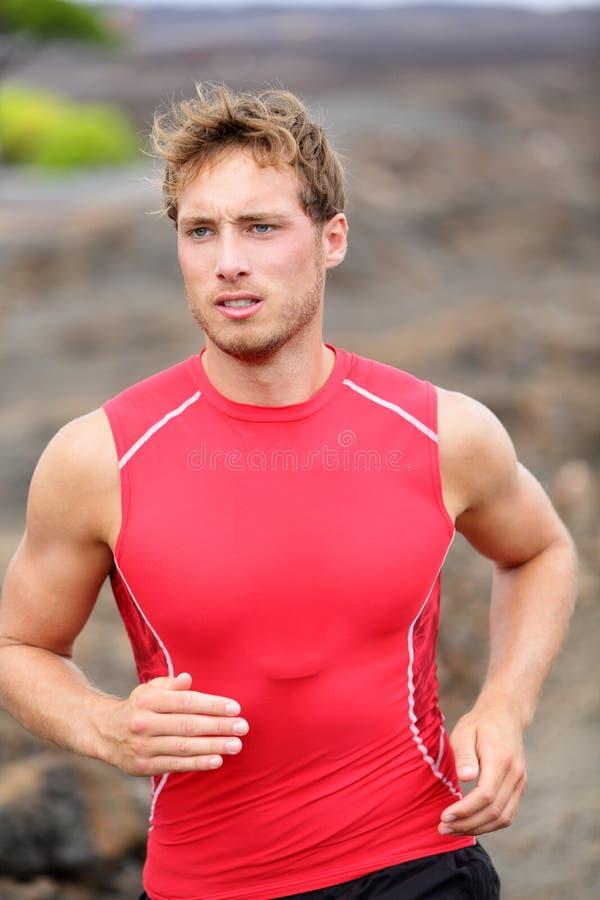 Homem running - close up masculino do corredor foto de stock
