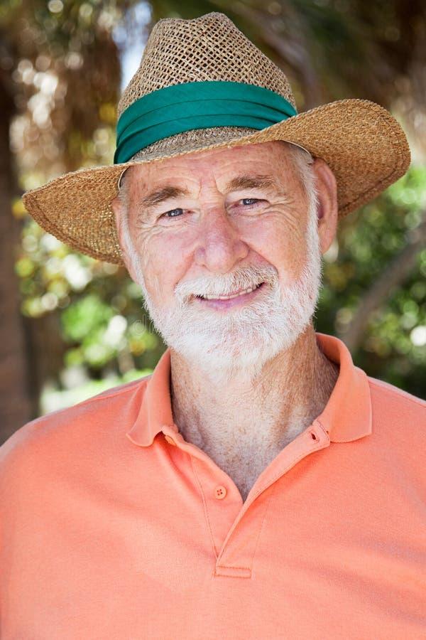 Homem sênior considerável no chapéu de palha foto de stock royalty free
