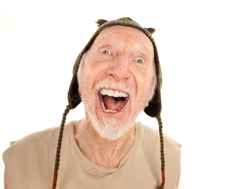 Homem sênior de riso no tampão do knit fotografia de stock royalty free