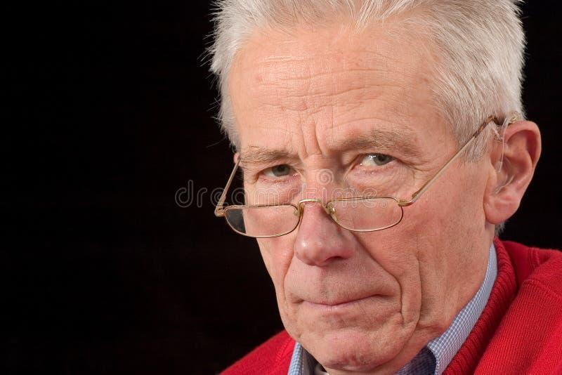 Homem sênior de vista resistente fotografia de stock royalty free