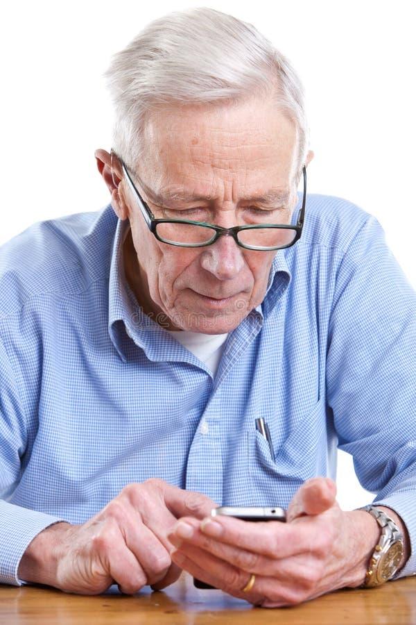 Homem sênior e móbil imagens de stock royalty free