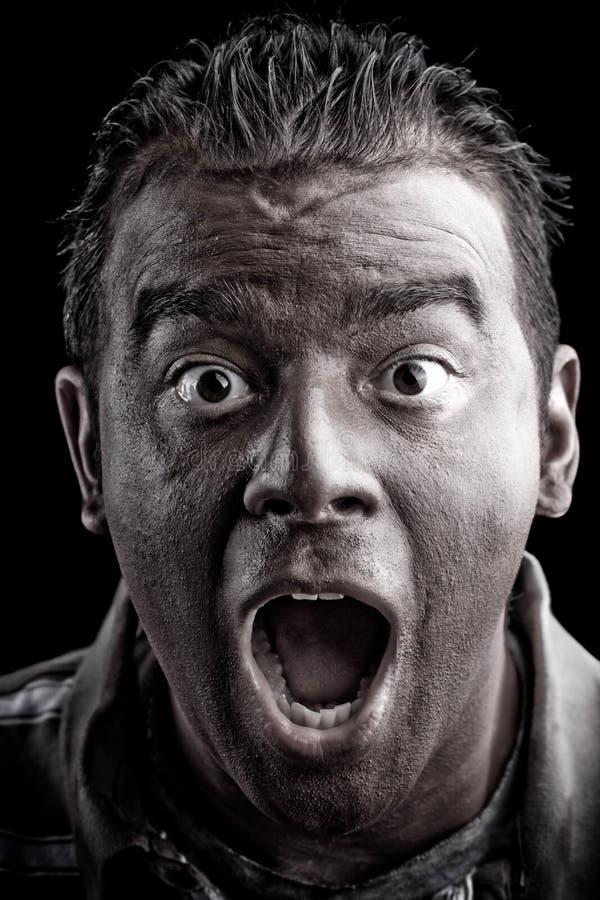 Homem Scared que grita imagem de stock