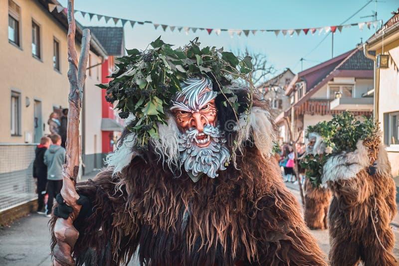 Homem selvagem com barba branca imagem de stock royalty free