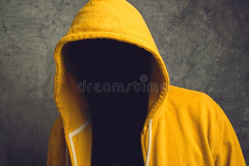 Homem sem cara com revestimento de Hodded imagem de stock