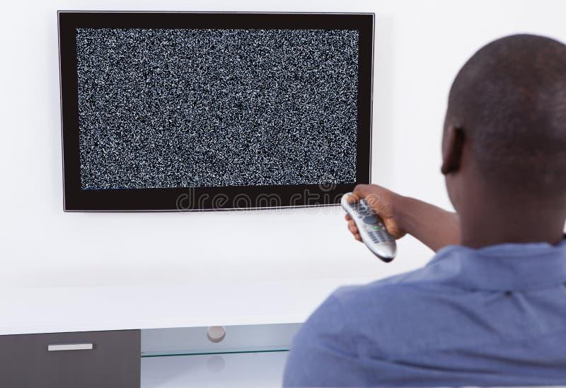 Homem sem a televisão do sinal imagem de stock royalty free