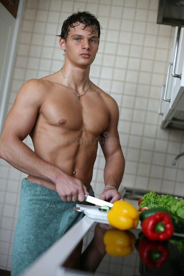 Homem 'sexy' na cozinha foto de stock royalty free
