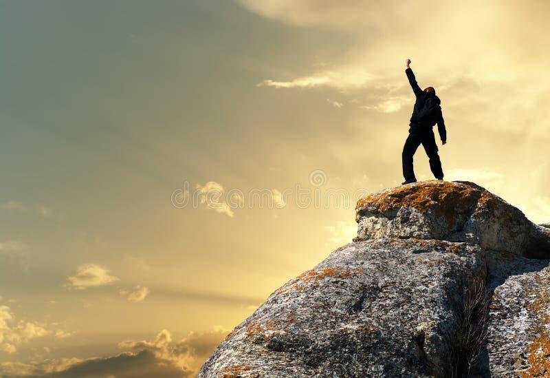 Homem sobre a montanha imagens de stock royalty free