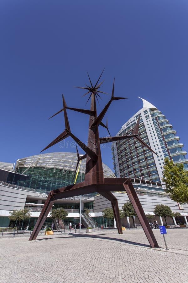 Homem-solénoïde Statue - Parc Des Nations - Lisbonne Image éditorial