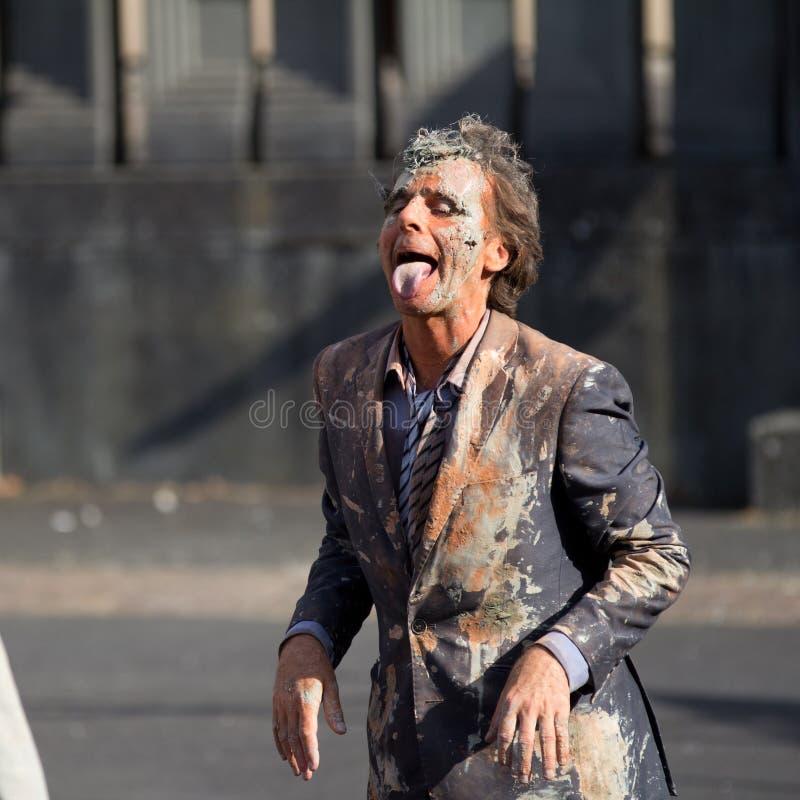 Homem sujo como um cão. imagem de stock