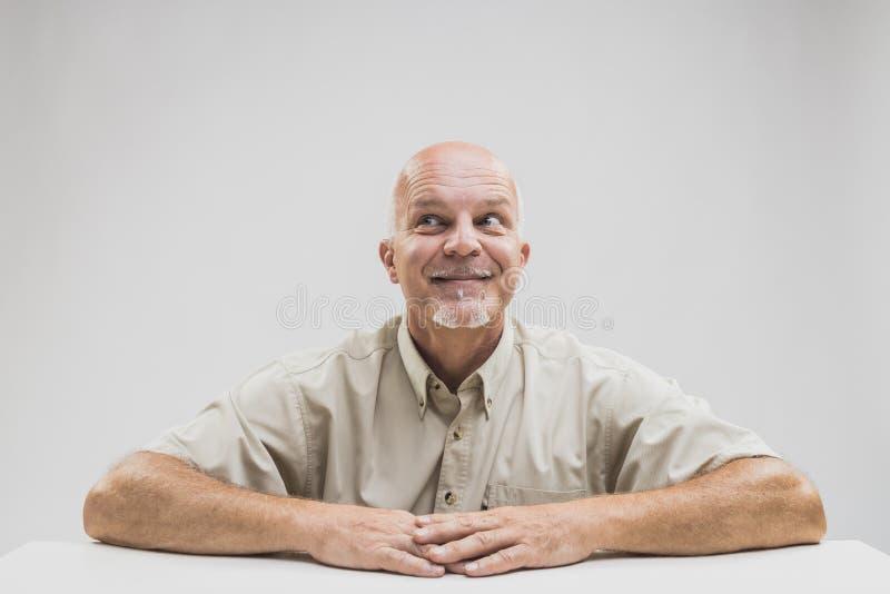 Homem superior com um olhar da antecipação alegre fotografia de stock royalty free