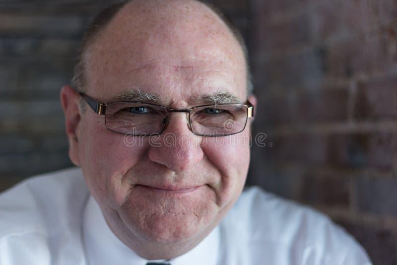 Homem superior com vidros fotografia de stock royalty free