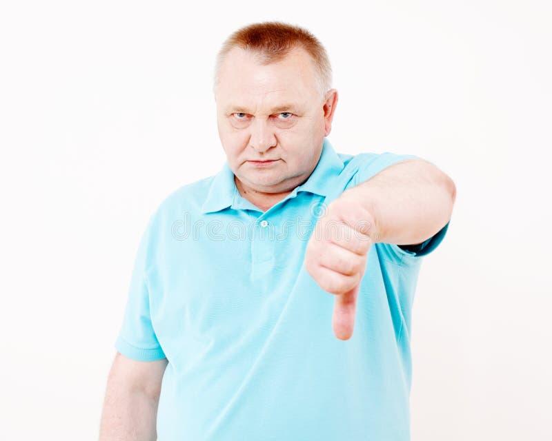 Homem superior que mostra o polegar para baixo sobre o branco imagens de stock