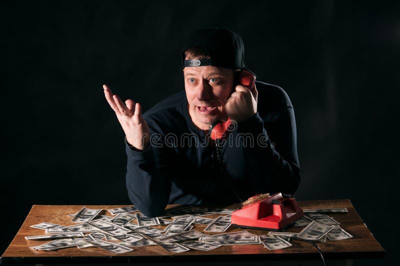 Homem surpreso com telefone imagem de stock royalty free