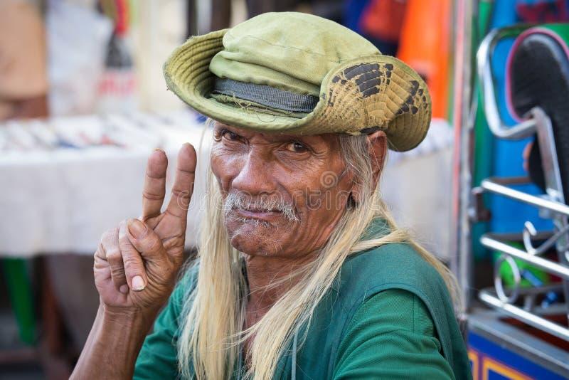 Homem tailandês que vive em um distrito pobre do dedo do pé de Banguecoque Klong tailândia fotos de stock royalty free