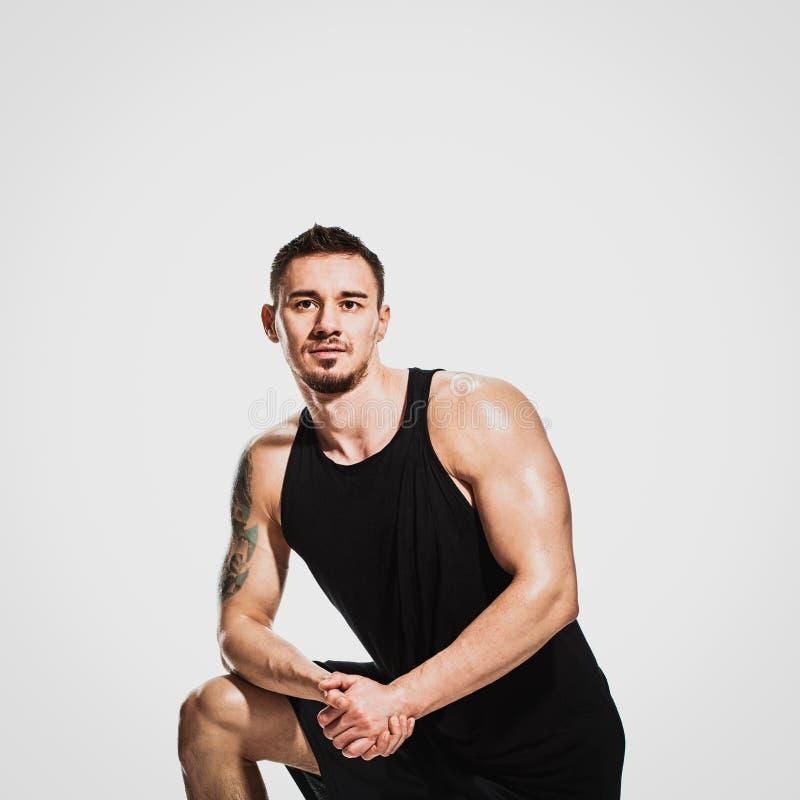 Homem tattooed muscular imagens de stock royalty free