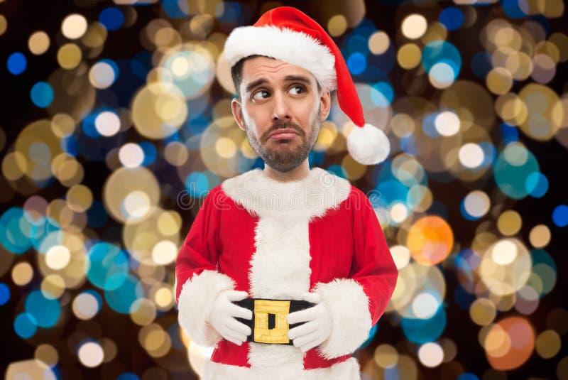 Homem triste no traje de Santa sobre luzes de Natal fotos de stock royalty free