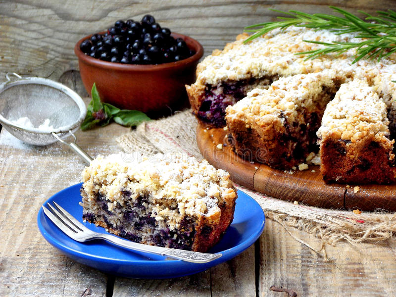Homemade blueberries crumble pie royalty free stock photos