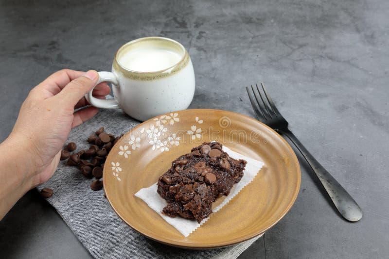 Homemade Chewy Brownie com Framboesas imagem de stock