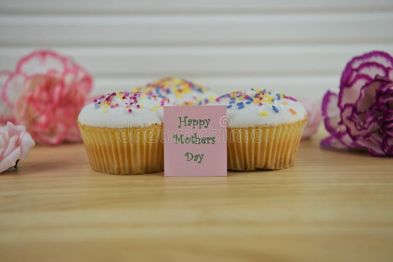 Homemade cupcakes with flowers and a happy mothers day note stock photos