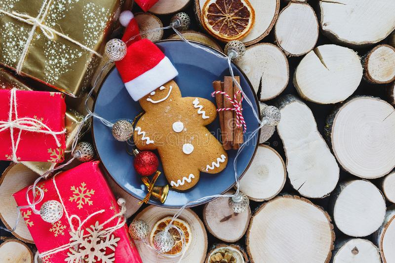 Homemade gingerbreads on plate on wooden background. Holidays and celebration concept, greeting card mockup, festive decoration. Christmas and New Year stock images