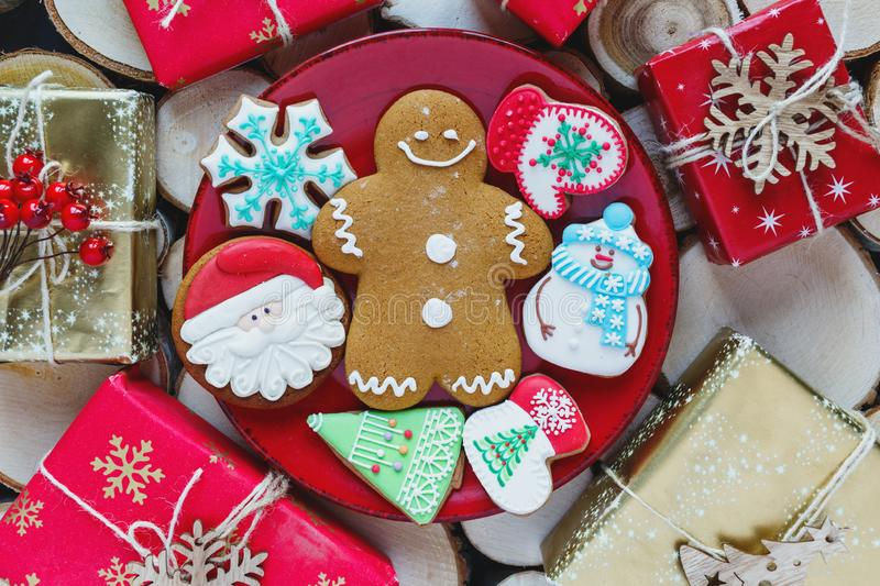 Homemade gingerbreads on plate on wooden background. Holidays and celebration concept, greeting card mockup, festive decoration stock images