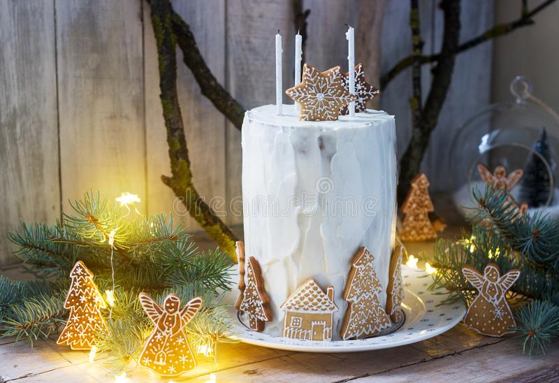 Homemade honey cake with sour cream, decorated with gingerbread. Rustic style. Festive decoration stock photography