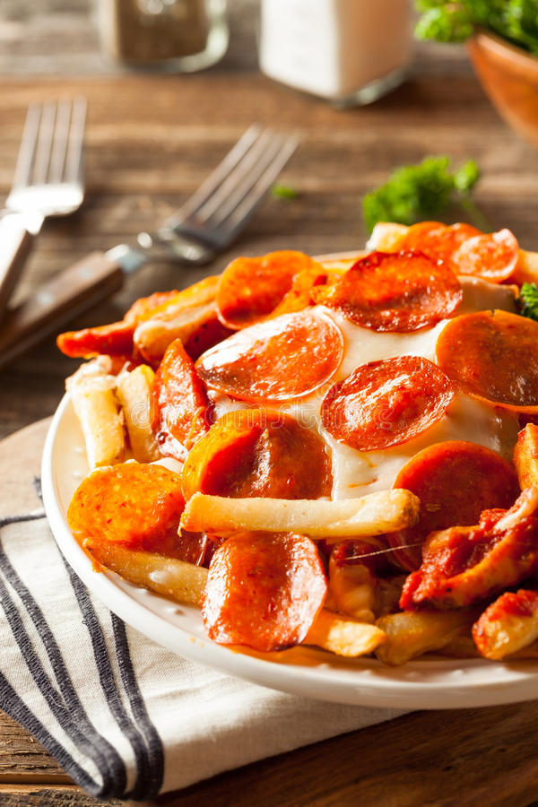 25 Insanely Mouthwatering Snacks You Need To Cure Your 4 ...  Pepperoni Pizza French Fries