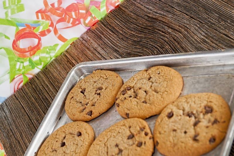 Homemaid dei biscotti di pepita di cioccolato, al forno fotografia stock libera da diritti