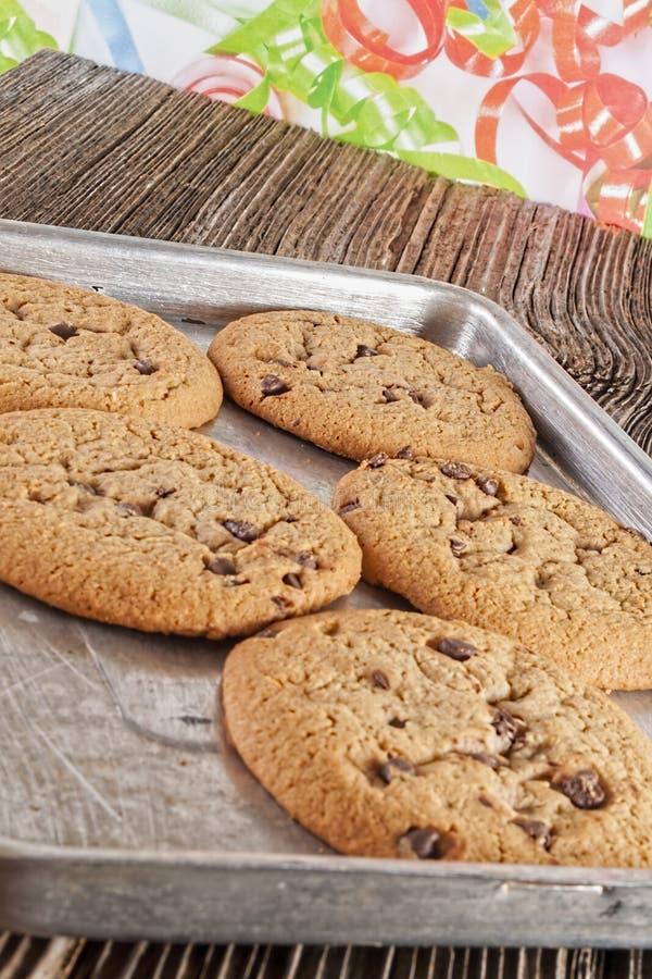 Homemaid dei biscotti di pepita di cioccolato, al forno immagine stock