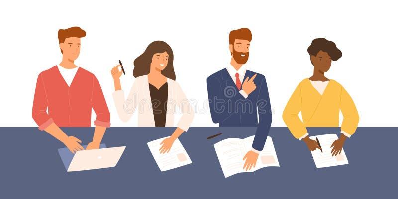 Homens amigáveis e mulheres que sentam-se na tabela, guardando o CV e fazendo perguntas durante a entrevista de trabalho Hora de  ilustração stock