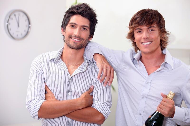 Homens com champanhe imagem de stock
