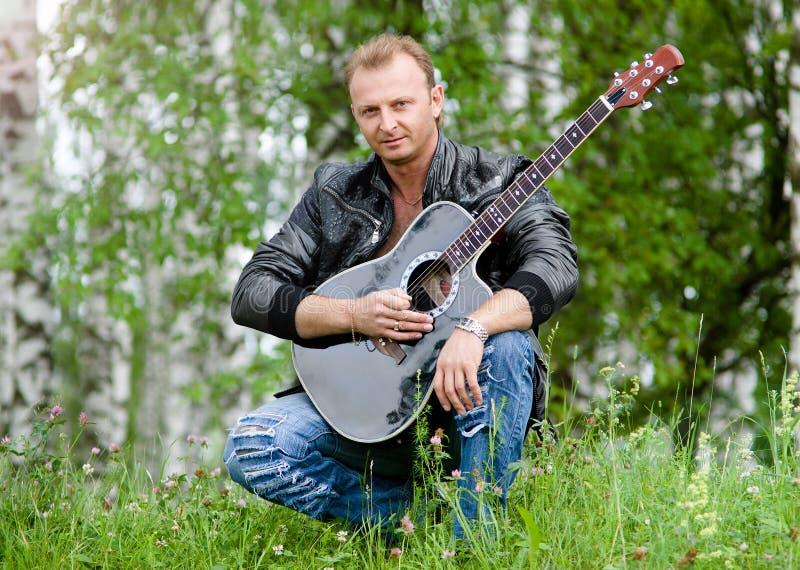 Homens com guitarra fotos de stock royalty free