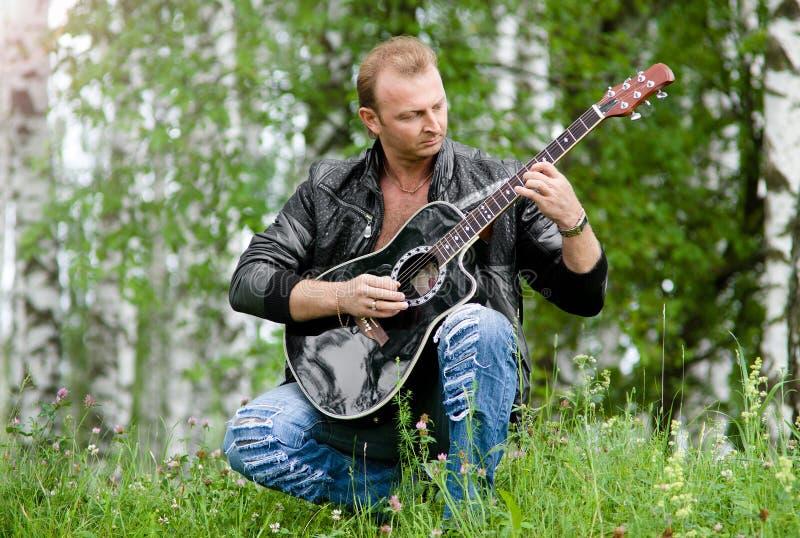 Homens com guitarra imagens de stock