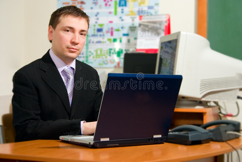 Homens com portátil imagens de stock royalty free