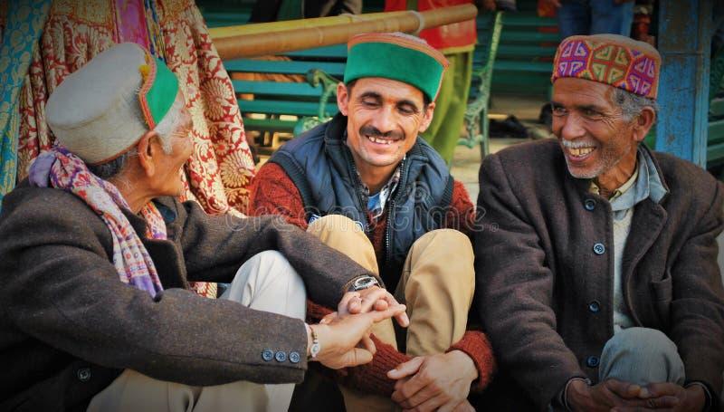 Homens de Himachali no vestuário tradicional foto de stock royalty free