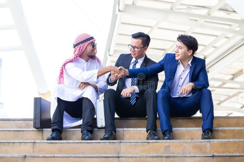 Homens de negócio árabes imagens de stock