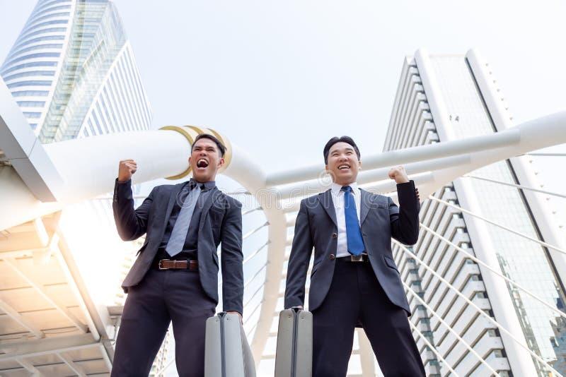 Homens de negócios bem sucedidos consideráveis encantadores do retrato Queixo considerável imagens de stock