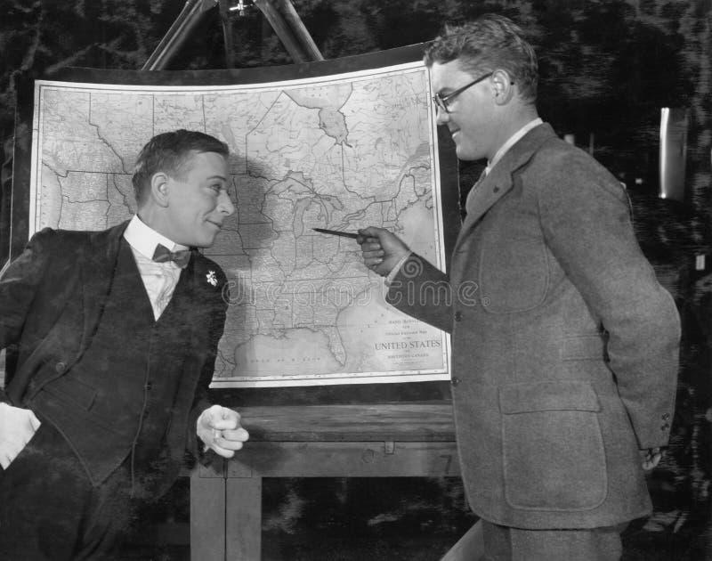 Homens de negócios com mapa dos E.U. (todas as pessoas descritas não são umas vivas mais longo e nenhuma propriedade existe Garan fotografia de stock