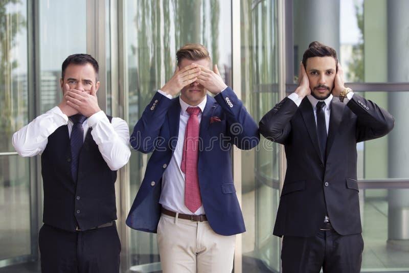 Homens de negócios consideráveis como os três macacos sábios imagem de stock royalty free