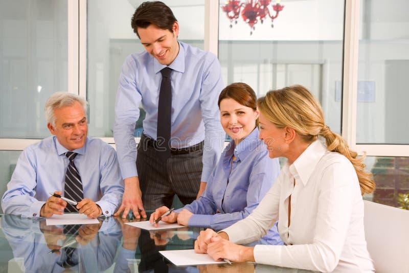 Homens de negócios e mulheres de negócios imagens de stock