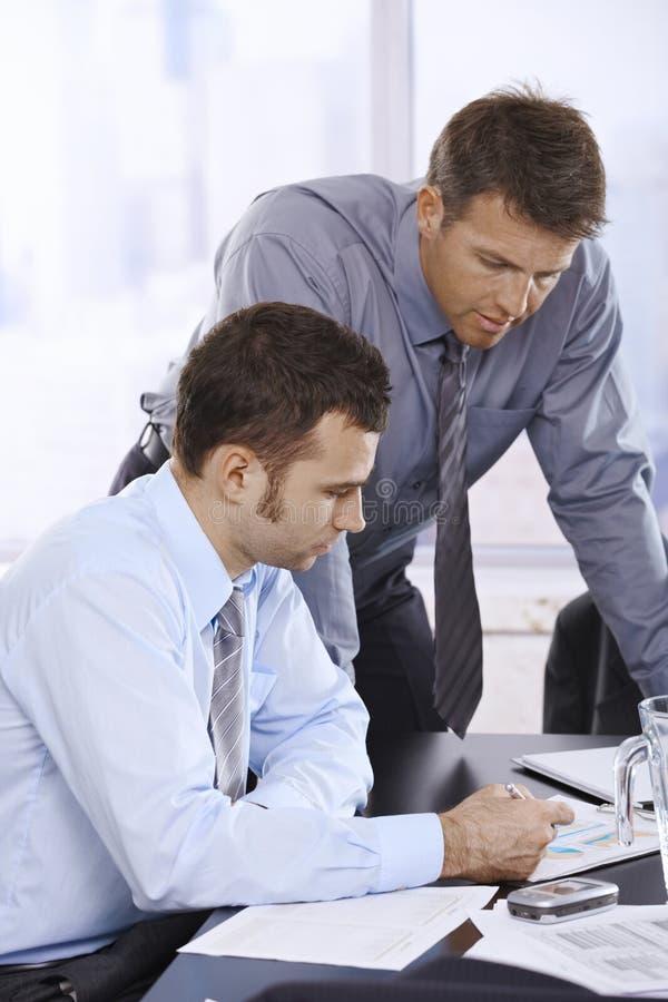Homens de negócios no trabalho foto de stock royalty free