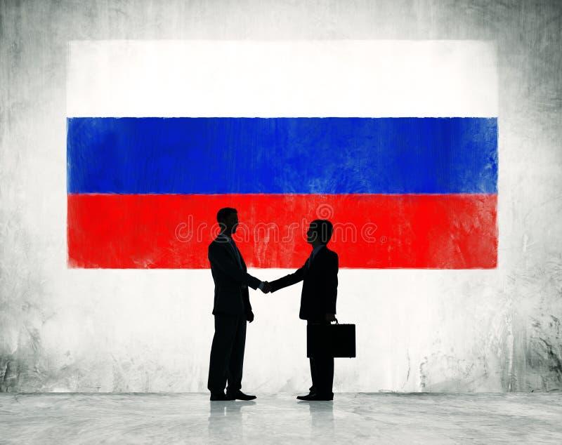 Homens de negócios que agitam as mãos em Rússia imagem de stock royalty free